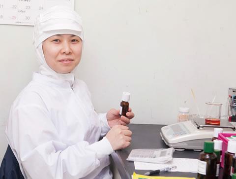 「自分の関わった香りが商品化されたときがうれしい」と微笑む川合さん